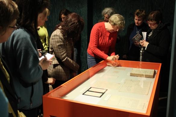 Siska Beele vertelt met gedrevenheid over de tentoonstelling